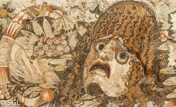 Museo arqueologico de Napoles. Mosaico de una mascara encontrado en Pompeya
