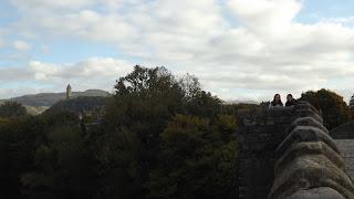 A régi Stirling híd, háttérben a Wallace emlékművel
