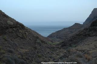 Tramo de bajada del sendero que une Tasartico con la playa de Guguy o Güigüí