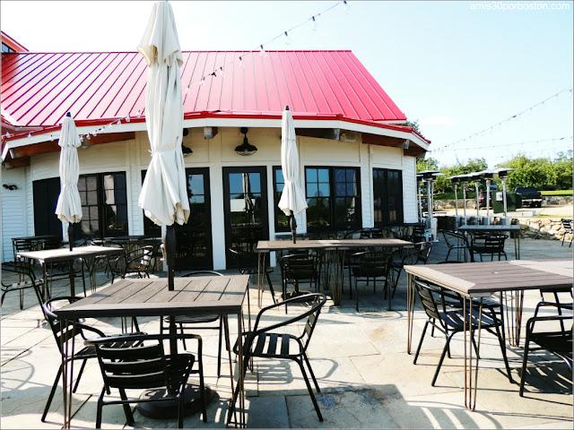 Applecrest Farm Market: Terraza Restaurante