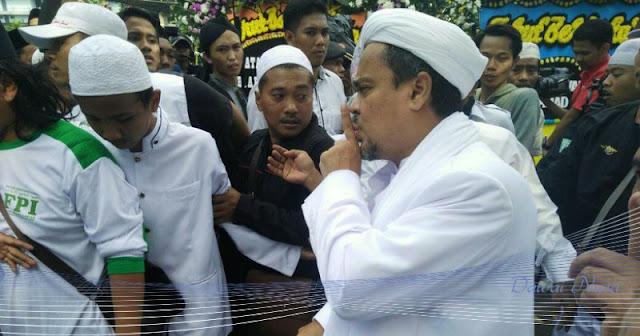 Rizieq Shihab Putuskan Batal Pulang