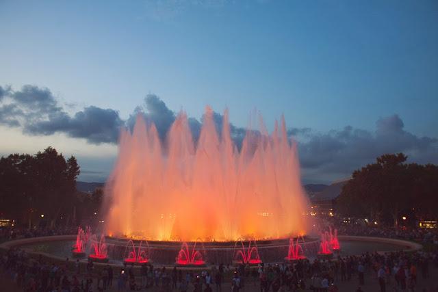 Музыкальный фонтан на площади Испании