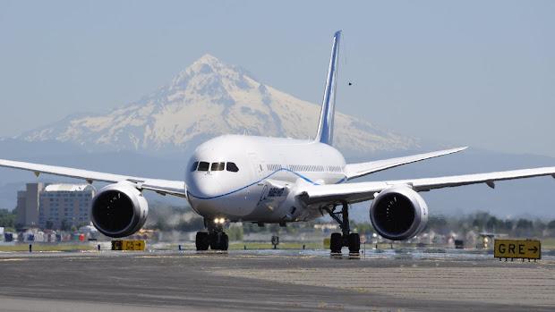 Boeing 787 Dreamliner Taxiing - Year of Clean Water
