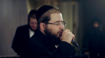 Shea Berko acompañado del cantor Ushi Blumenberg por Avrumi Berko, Shlomy Cohn y Jaim Bucshon.