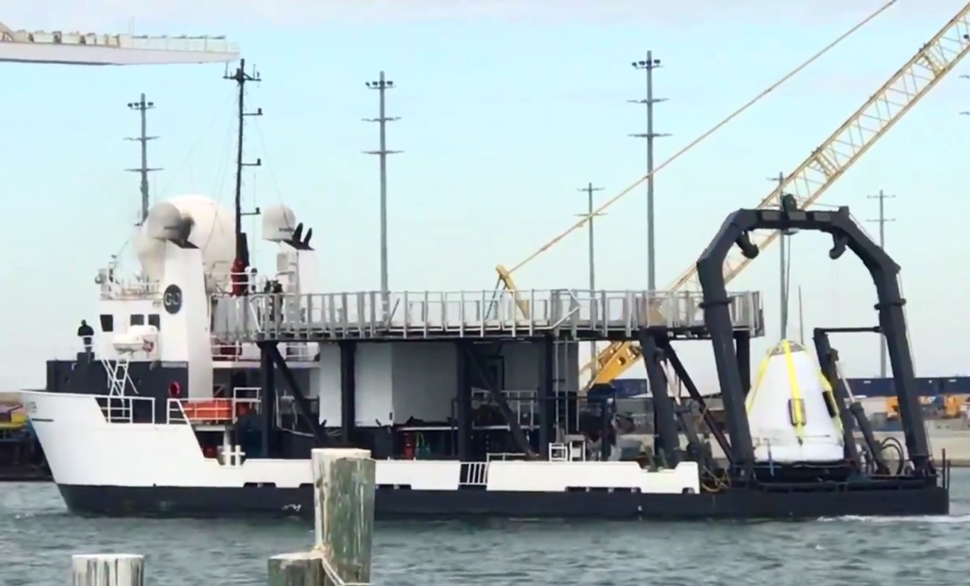This is how the Crew Dragon capsule of SpaceX looks moving from the sea