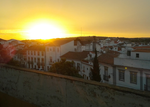 Sunset in Evora, Alentejo | Happy in Red