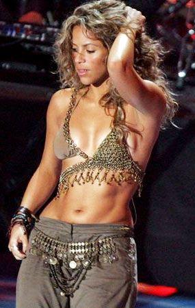 Foto de Shakira bailando en concierto