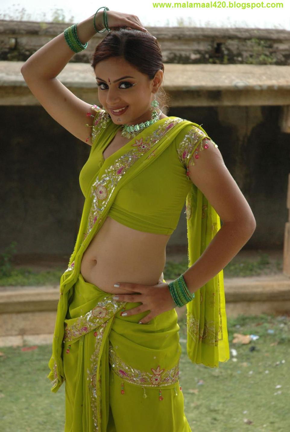 Mallu Bhabhi Suhani Hot In Green Saree Sexy Pictures  Hot -1712