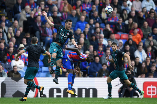 Maya Yoshida of Southampton wins a header during the Premier League match between Crystal Palace and Southampton at Selhurst Park on September 16, 2017 in London, England. (Sept. 15, 2017 - Source: Mike Hewitt/Getty Images Europe)