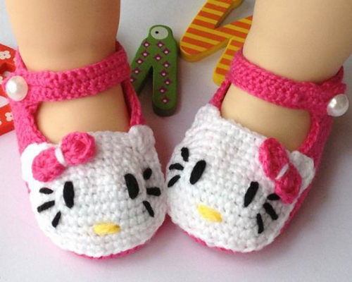 Adorable Hello Kitty Crochet Slippers - Free Pattern