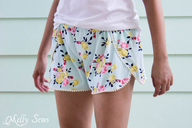 10+ free summer sewing projects for the beach or pool to sew this summer. These free sewing patterns and tutorials are all great beginner sewing projects. Check them out!