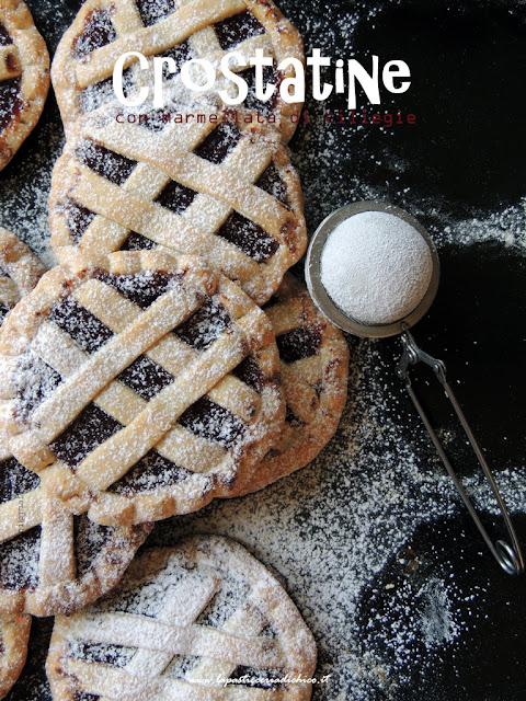 Crostatine con marmellata di ciliegie genuine e fatte in casa