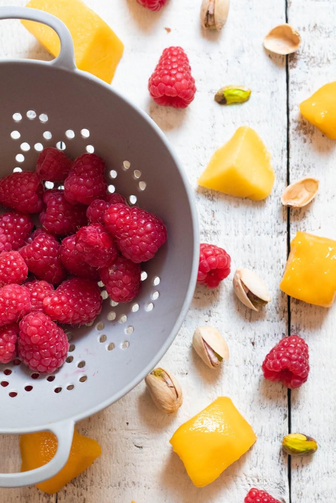 Recette d'un bavarois à la mangue et aux framboises. Délicieusement frais pour l'été !