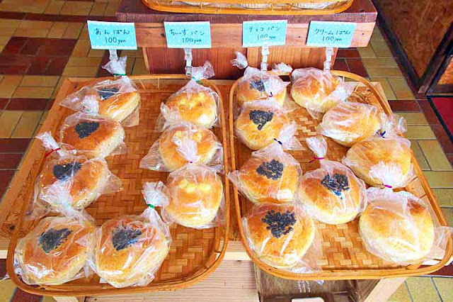 baked goods, pastries, 100 yen
