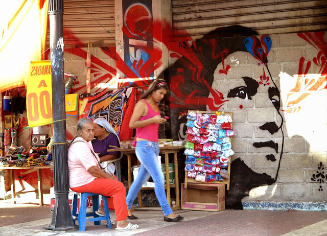 Colombian Street Artist Stinkfish paints a series of new murals in Santa Marta, Colombia. 1