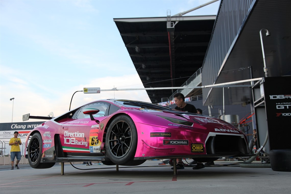 fulfil your racing driver dreams with a pink lamborghini huracan gt3. Black Bedroom Furniture Sets. Home Design Ideas
