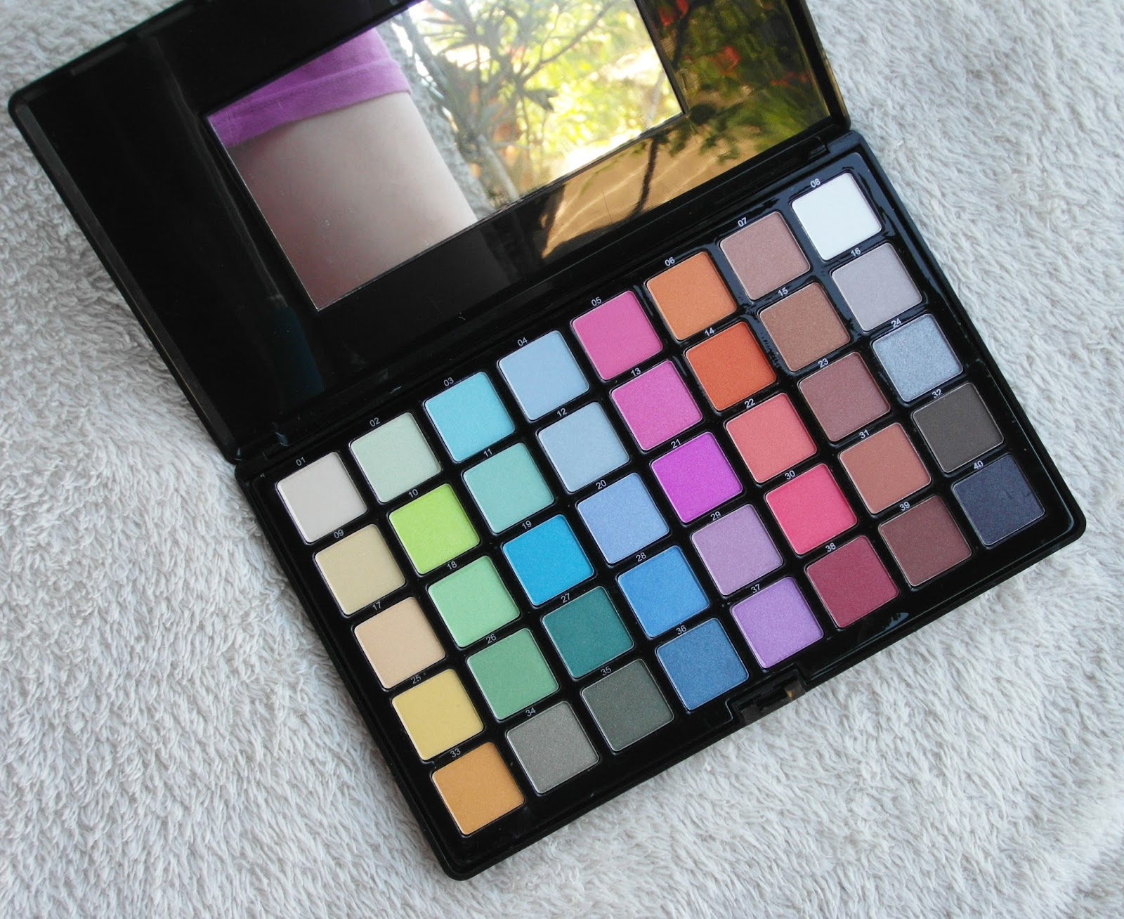 Danni 40 colors eyeshadow palette