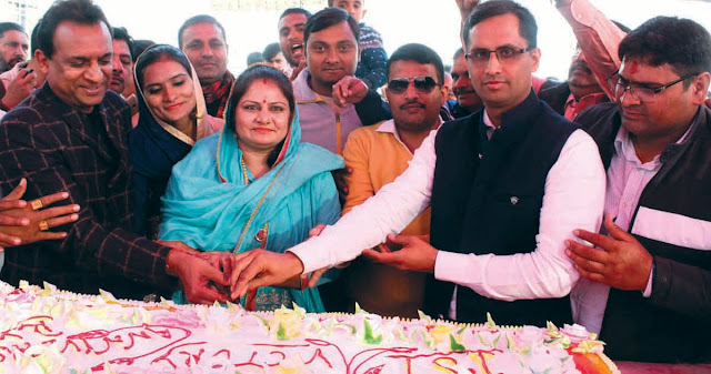 Samaritan Bhadana celebrated celebration by cutting cake after completing one year's term