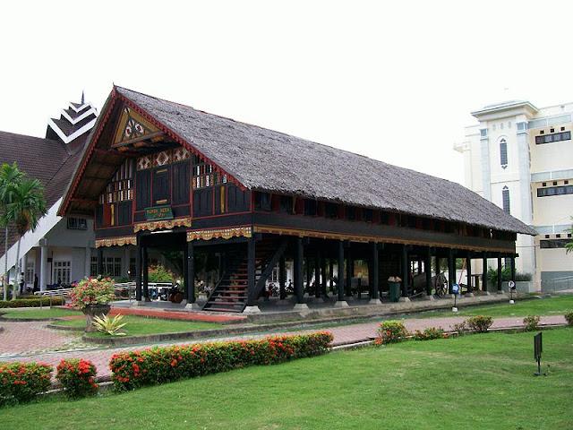 Rumah Adat Aceh / Rumoh Aceh Krong Bade