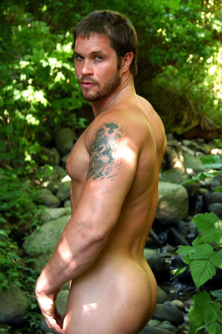 Resultado de imagen de chicos desnudos en el campo porno gay