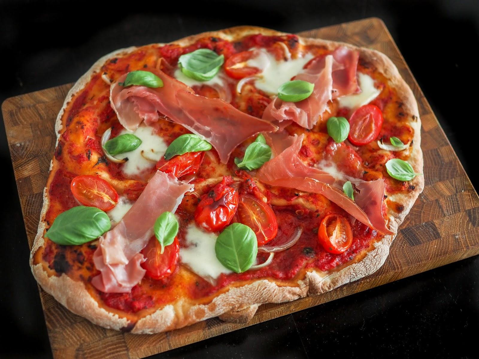 Pizzakivellä pizza