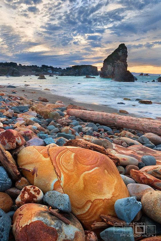 Jupiter Rocks, Brookings, Oregon, USA