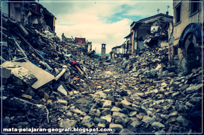 Gempa Bumi, Pengertian Gempa Bumi, Penyebab Terjadinya Gempa Bumi, Jenis-jenis Gempa Bumi, Dampak Gempa Bumi.