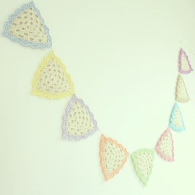 ByHaafner, crochet, garland, bunting, granny triangle, pastel and white, give away