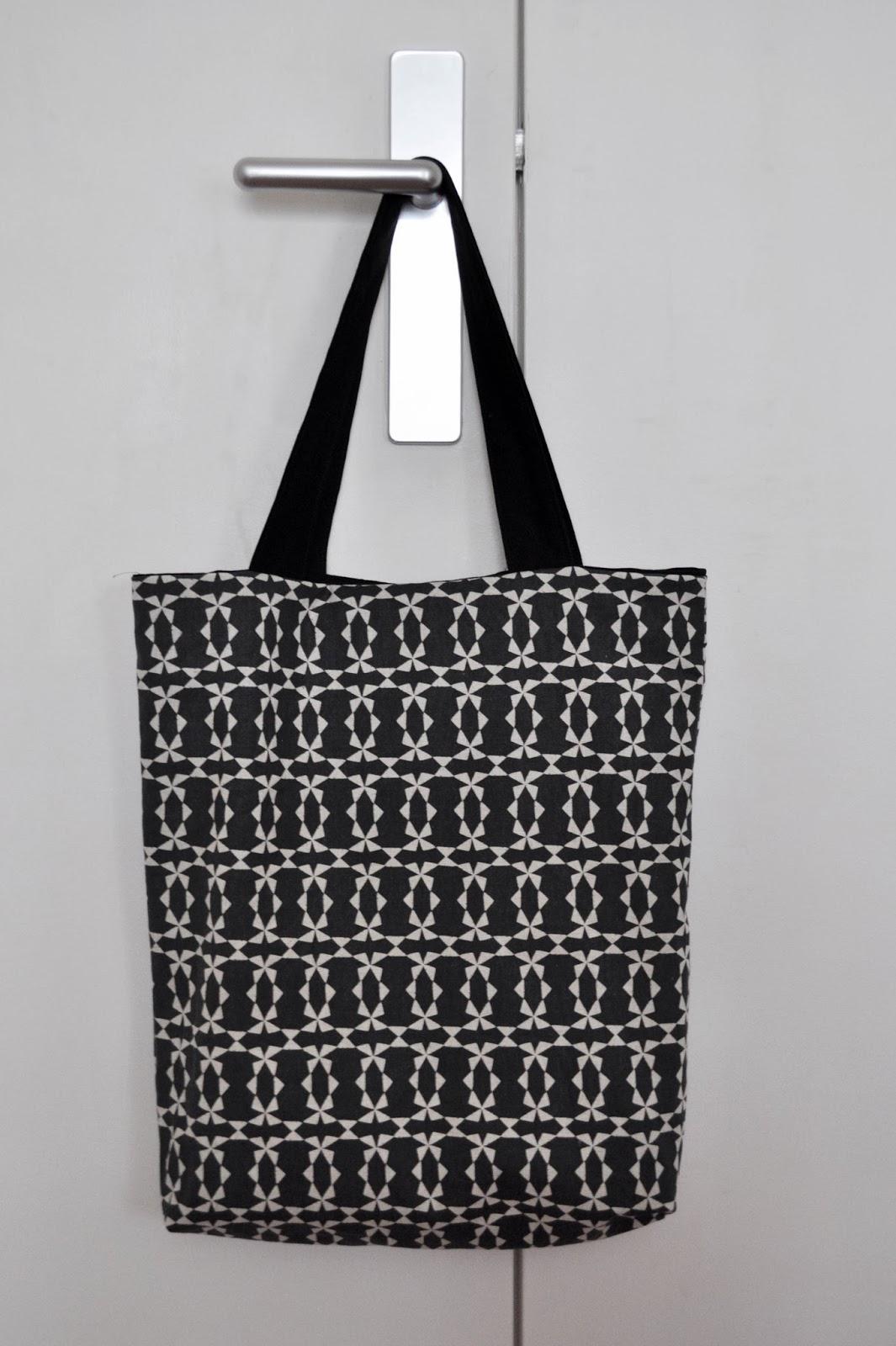 funky sunday diy le tote bag r versible. Black Bedroom Furniture Sets. Home Design Ideas