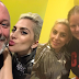 "FOTOS Y VIDEO: Lady Gaga visita la organización ""Albert Kennedy Trust"" en Londres - 07/12/16"