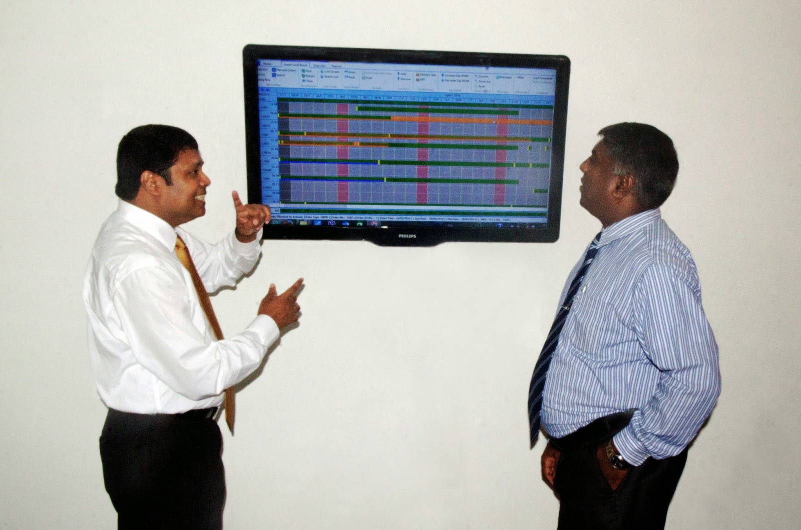 Saman Jayawardena, COO of ExcelSoft (at left) demonstrates Foresight, a cutting-edge performance optimized graphical production planning and scheduling tool to Joseph Thasan, CEO of Trend Setters. Foresight is designed specifically to optimise the use of resources in the apparel industry. The tool's graphical display provides a progress update at a glance.