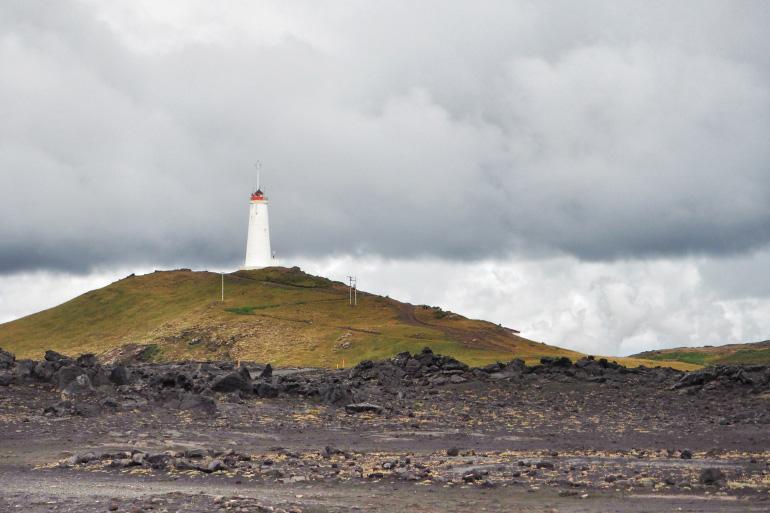 Séjour en terre islandaise - colline et paysage volcanique près de Gunnuhver