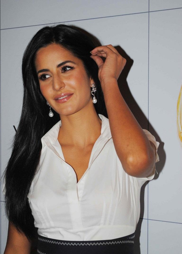 Katrina Kaif Hot Without Makeup Oily Face Closeup Images In White Shirt