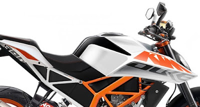 2017 KTM Duke 390 side picture