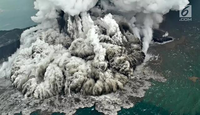 4 Potret Menyeramkan Erupsi Gunung Anak Krakatau yang Diduga Akibatkan Tsunami