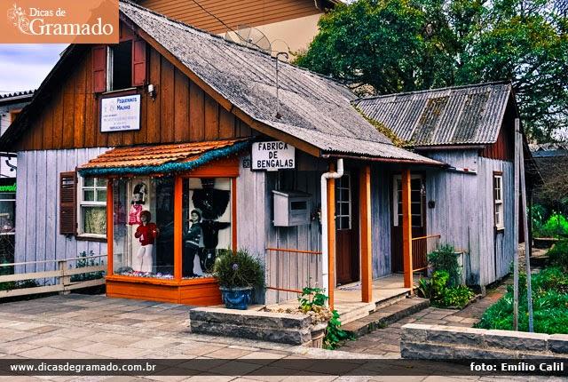 Fábrica de bengalas em Gramado: Uma singela loja como esta está a poucos metros de lojas de luxo da cidade.