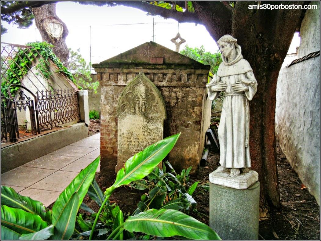 Padre Serra en el Cementerio de la Misión Dolores, San Francisco