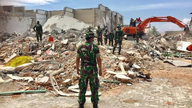 TNI Temukan Uang Rp1 Miliar Saat Evakuasi Desa Jono Oge Sigi
