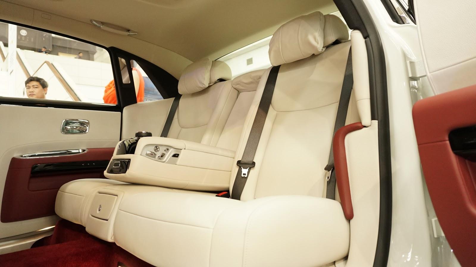 Hàng ghế thứ hai là hàng ghế cao cấp nhất của xe, nhưng nhưng mang lại sự thoải mái nhất