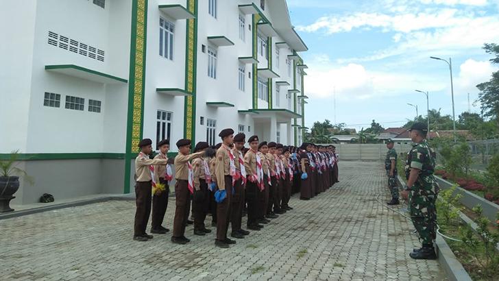 Anggota TNI Berikan Materi Bela Negara dan PBB Kepada 56 Siswa-siswi SMP Masyitoh Kroya