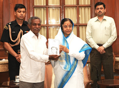 author laxman rao presenting his novel renu to former president of india pratibha patil