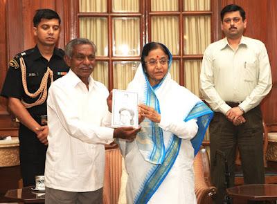 author laxman rao presenting his novel renu to former president of india pratibha patil