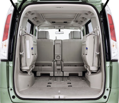 New interior Nissan Serena C 26