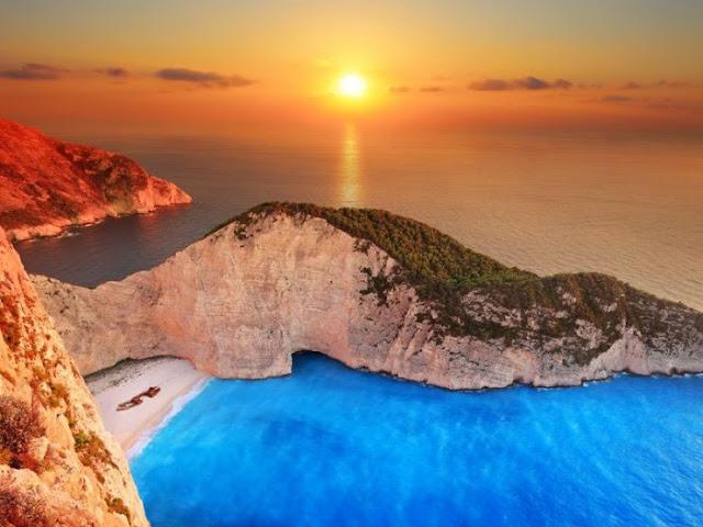 Navagio Beach, Pulau Zakynthos, Yunani