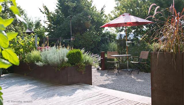 Gartenplanung Vorgarten, Gartenumgestaltung Vorgarten - Vorher - nachher - Garten 2 Jahre nach der Umgestaltung - Gartenplanung Renate Waas