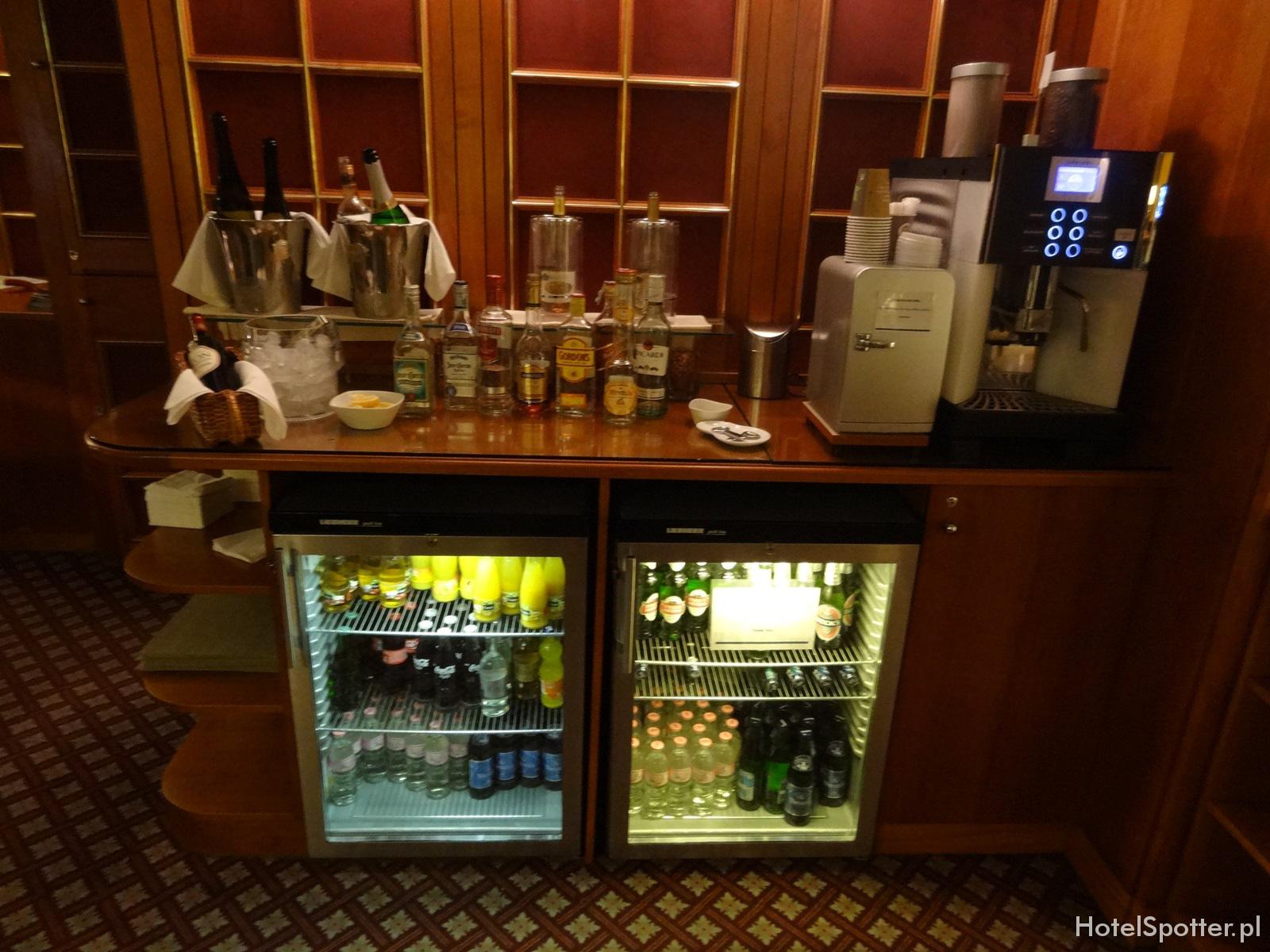 Hilton Budapest hotel recenzja review executive lounge alkohol