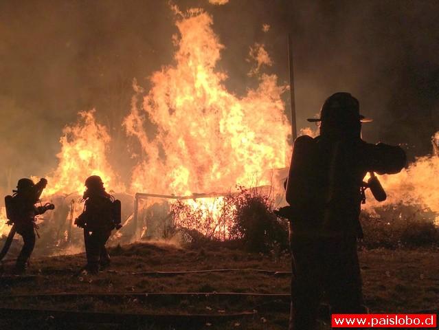 Incendio destruye instalaciones de la ex empresa Linos de Chile en Purranque