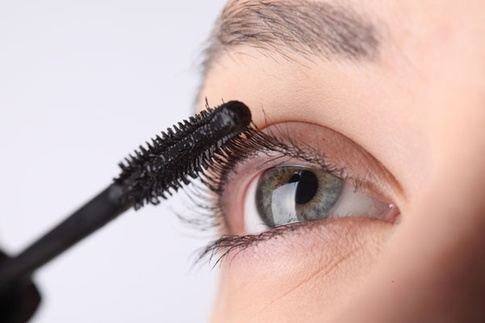 5 Natural ways to grow your eyelashes longer and thicker