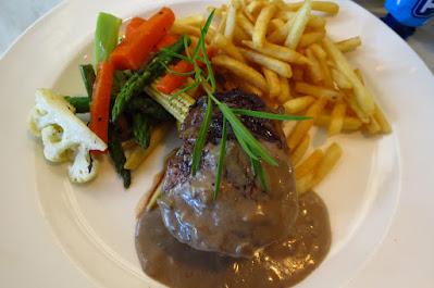 Huber's Bistro, steak blue cheese sauce
