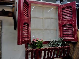 Bonita ventana decorativa en el stand de Ana y Belén en Desembalaje Bilbao